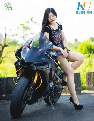 Hot Girl Sexy Bên Moto